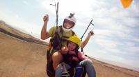 老爸带2岁女儿玩滑翔伞