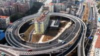 广州一钉子楼被立交桥绕圈围困 市民叹城市发展快