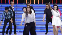 女孩带Boss团嗨跳广场舞