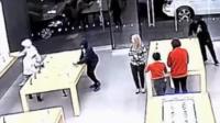 劫匪10秒手机平板一扫而光