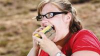 奇异女人狂吃海棉20年