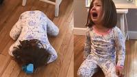 小女孩妹妹梦破裂 猛地趴倒在地崩溃大哭不止