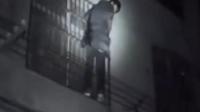 """一男子酒后变""""蜘蛛侠""""攀爬防盗窗被当小偷"""