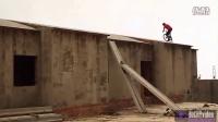 视频: 【有力一擊】查理斯西班牙的下午節目Chris Akrigg Is hill in Spain速降.山地車 - ROCKYvideo