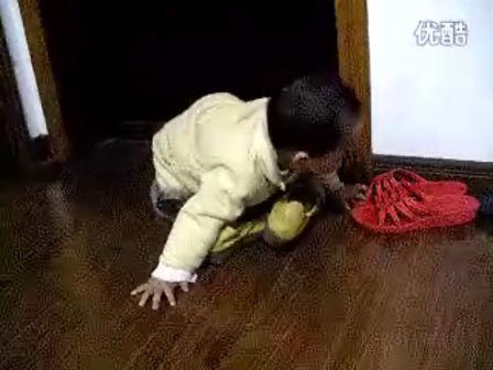 宝宝穿鞋子