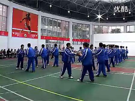高二体育优质示范课《篮球行进间传球》_黎耀林教学视频