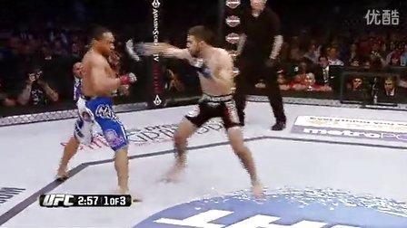 约翰多德森重拳袭面门KO对手