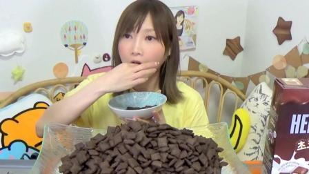 大胃王木下佑香: 3盒巧克力谷物脆片泡3L牛奶 4.7kg 9000千卡#大阪