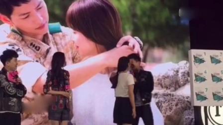 黄景瑜为女粉丝绑马尾, 唐嫣是很细心的, 这个小动作可以看的出。