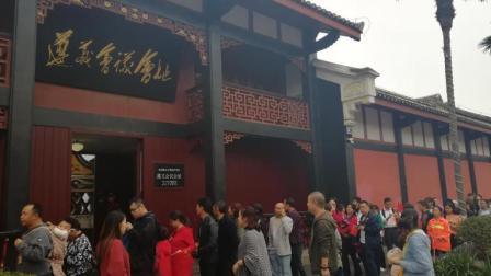 国庆节第5天;遵义会议会址外仍是万人千米排队领票