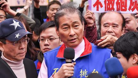 """台湾统派抬棺材抗议台当局:要搞""""台独""""就自己去死"""