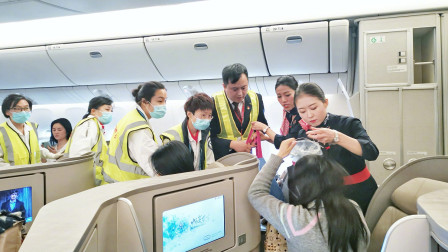 飞机上旅客突发不适 东航放油39吨备降救人
