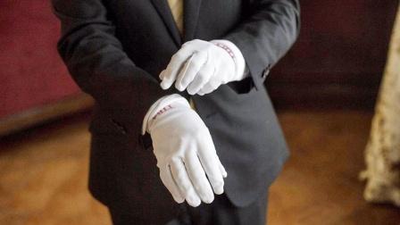 《亮剑》中楚云龙走哪都是白手套,李云龙为什么不戴?害怕弄脏吗