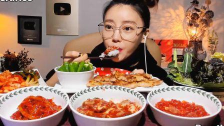 韩国dorothy吃播:烤五花肉搭配鱿鱼酱、牡蛎酱、明太鱼子酱,真好吃