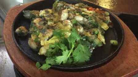 吃一口都是海的味道!超实惠海蛎煎:大颗饱满牡蛎铺满盘