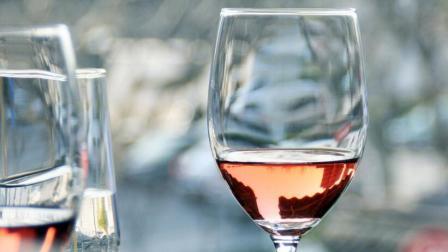 喝葡萄酒能预防心脏病?长期喝酒有危害,告诉你还有哪些疾病与喝酒有关。