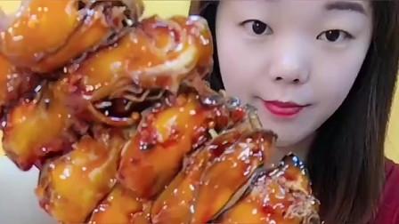 美食boom:生蚝加持,所向披靡!小姐姐打脸了!两串大生蚝一口怎么吃得完?