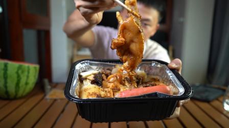 开箱试吃自热烧烤风味猪脚,猪肉那么贵,只有一只脚