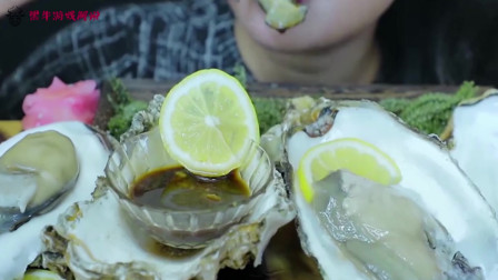 妹子直播吃大牡蛎,光看着就感觉鲜美多汁,蘸上酱汁就是人间美味啊!