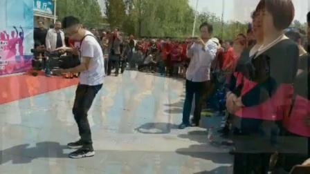郓城县杨庄集镇政府领导举办的迎五一汇演广场舞活动 摄影与制作人解西顺孝爱乐 2018年4月25日