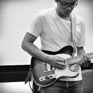 葉宇峻彈吉他2