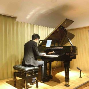 孟老师与钢琴