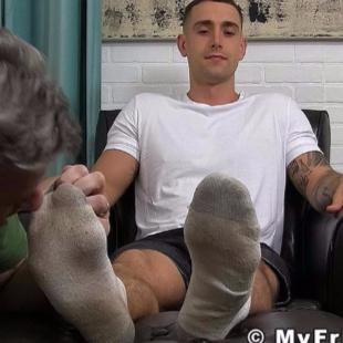 想舔李现的脚