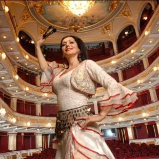 歌剧明星娅徳兰卡约瓦诺维奇