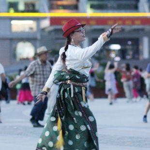 新疆天山韵锅庄舞团卓嘎的自频道