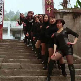 喜捷街村广场健身队