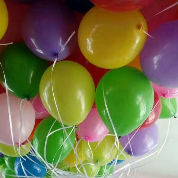 氦气球玩疯了