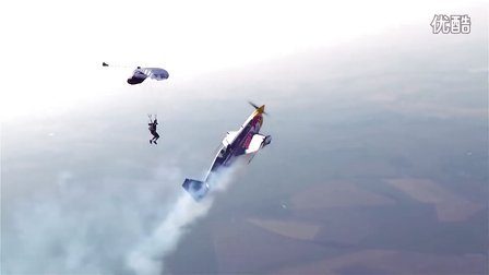 【拖把儿】红牛特技飞行之------与降落伞并肩飞行