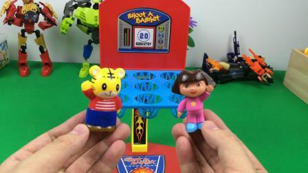 珀利巴士载孩子上学,一个新的有趣的玩具 超级飞侠 涂饰变形警车珀利 开学季