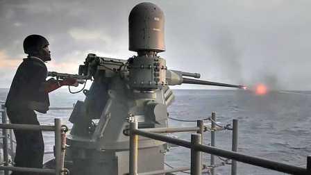 """美国海军-M242型""""大毒蛇""""25毫米链式机关炮-实弹射击"""
