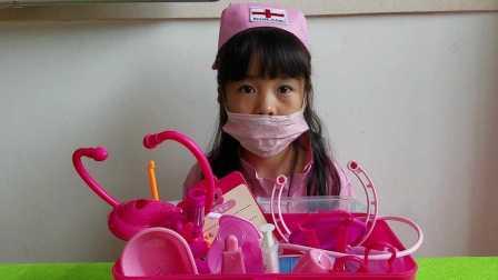 亲子游戏 小护士给熊出没看病打针 过家家玩具