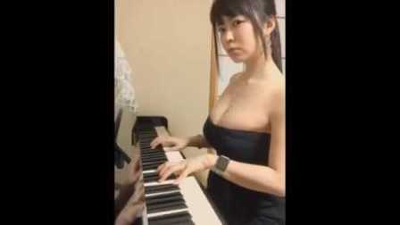 文明看球!这钢琴谈的真是不错!