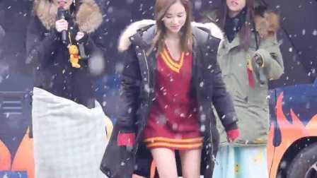 """下雪了!TWICE美腿配美雪""""TT""""美如画"""