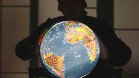 【JokeTV】Joke蒙眼转地球仪决定去哪国拍社会实验!