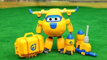哆啦A梦玩转变形警车珀利积木人玩具 338