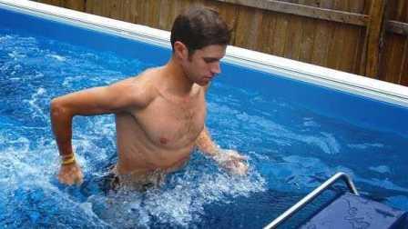 「资讯100秒」能在水里跑步的游泳池 还能放在家里