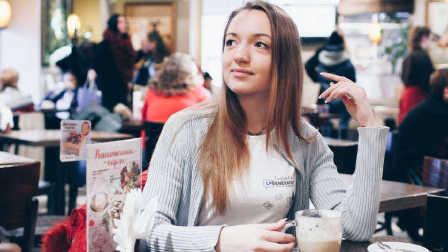 俄罗斯女孩创业给人暖床 500块一次生意火爆【宇宙大新闻】55
