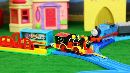 米奇妙妙屋 米奇火车头与托马斯小火车追逐赛 迪士尼玩具