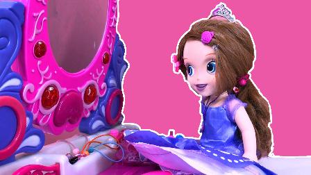 小公主苏菲亚在梳妆台前化妆换衣服 447