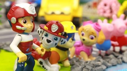汪汪队立大功玩具故事 第一季:莱德队长派汪汪队到小岛种树 和小猪佩奇帮螃蟹回家 01