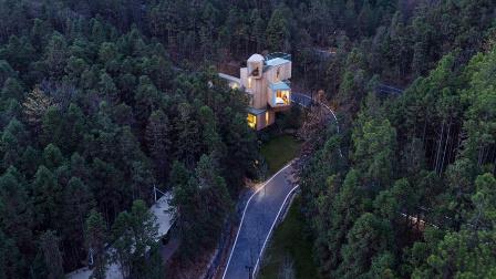 忘记人间吧,就窝在这个树屋里360°看山林绿野
