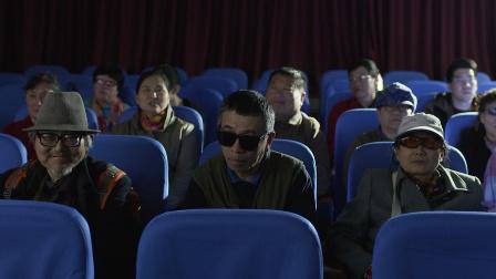 有群人专门在电影院里大声说话,干得漂亮!