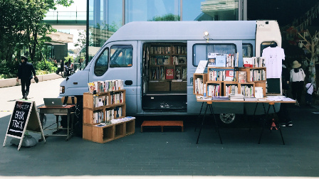 这家书店5年搬家300次,还在坚持