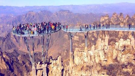 狼牙山玻璃观景台,6根钢柱支撑,下面是悬崖,估计要穿纸尿裤