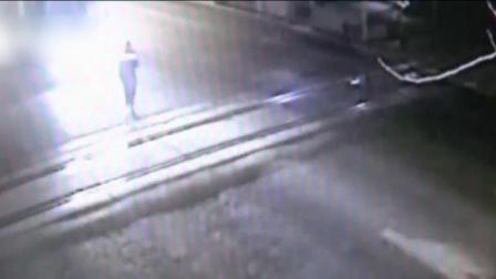 监拍男子过街低头看手机 惨被货车撞飞几十米远