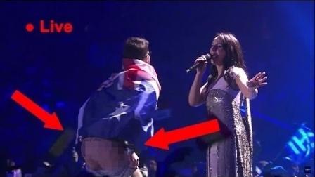 【趣那个味】第212期 欧洲歌会决赛一流氓在舞台上裸奔  有趣搞笑短视频 欧美混剪恶搞 有声音的
